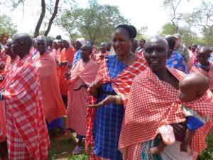 Philomena Kiroya besucht eine Frauengruppe (26. Februar 2015)